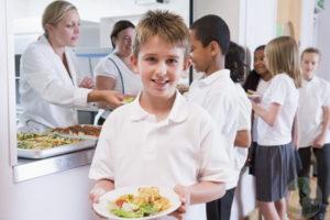 К какому питанию доверять родителям школьнику