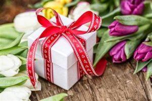 Подарок женщинам на 8 марта