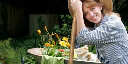 Июнь, работы в саду и огороде у дачников